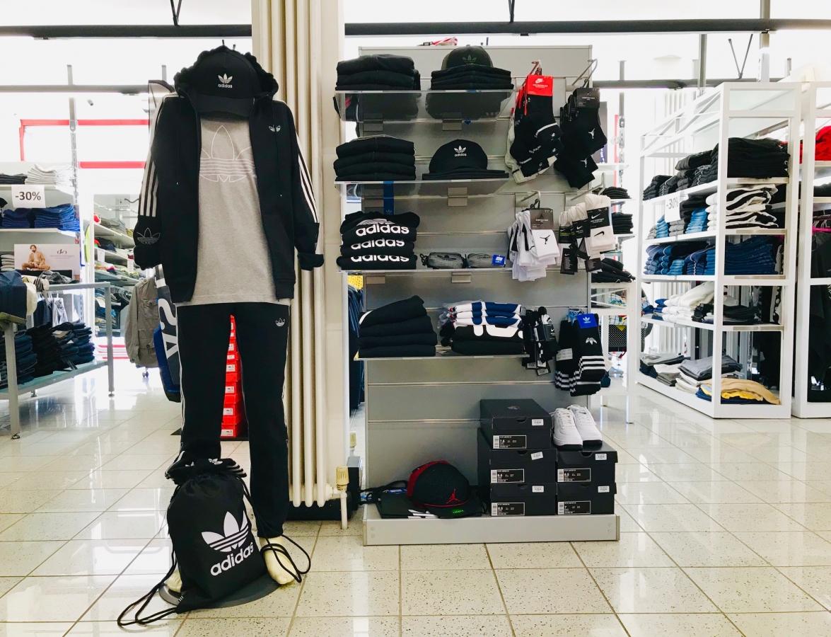 negozio abbigliamento adidas ivrea